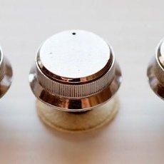 Radios antiguas: 3 BOTONES DE CONTROL ANTIGUOS. RADIO Y TV. Lote 162419478