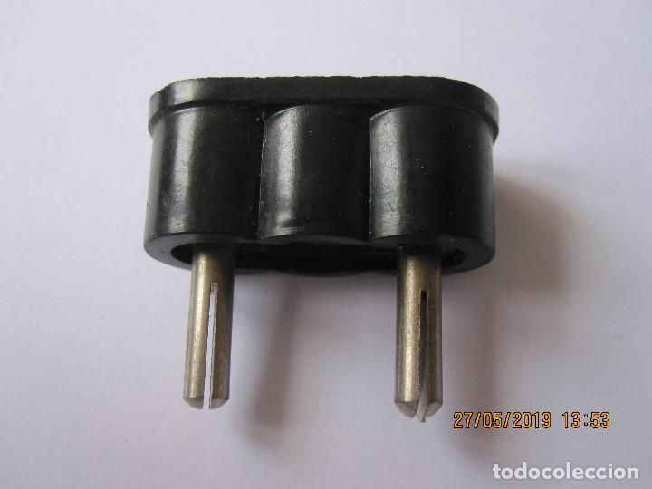 ANTIGUO ENCHUFE DE BAQUELITA (Radios, Gramófonos, Grabadoras y Otros - Repuestos y Lámparas a Válvulas)