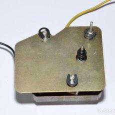 Radios antiguas: MOTOR DE TOCADISCOS GARRARD SRP 22. Lote 168815792