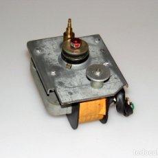 Rádios antigos: MOTOR PARA TOCADISCOS DUAL 1210 - FUNCIONA CORRECTAMENTE.. Lote 174329823