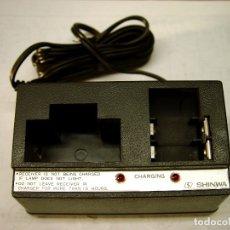 Radios antiguas: CARGADOR DE BUSCAPERSONAS SHINWA SO-721B...SANNA. Lote 179386462