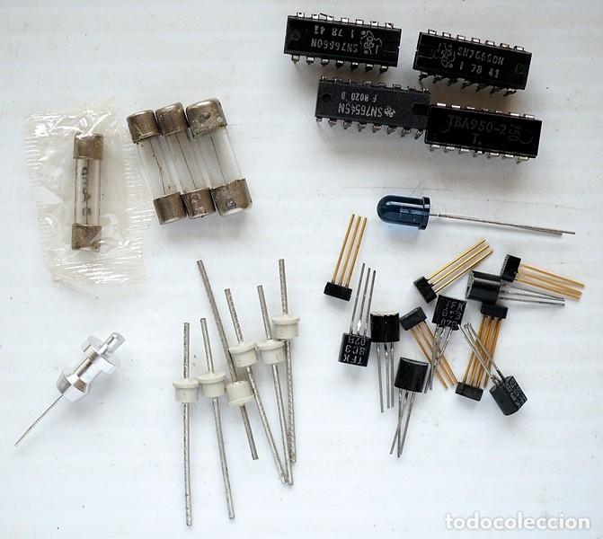 Radios antiguas: Pequeña caja con componentes electrónicos antiguos - Foto 2 - 181390757