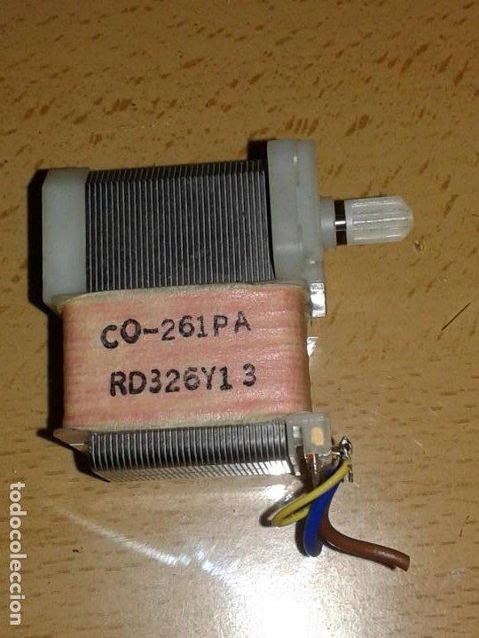 PEQUEÑO MOTOR DE 220V. (Radios, Gramófonos, Grabadoras y Otros - Repuestos y Lámparas a Válvulas)