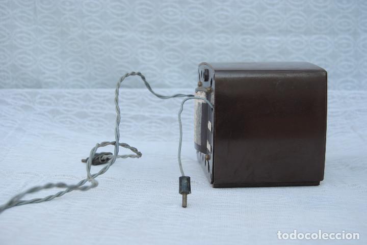 Radios antiguas: TRANSFORMADOR ANTIGUO CON VOLTIMETRO MARCA SALABE - Foto 2 - 194878575