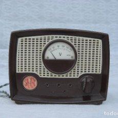 Radios antiguas: TRANSFORMADOR ANTIGUO CON VOLTIMETRO MARCA SALABE . Lote 194878575
