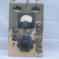 Radios antiguas: TRANSFORMADOR ANTIGUO CON VOLTIMETRO . Lote 195120180