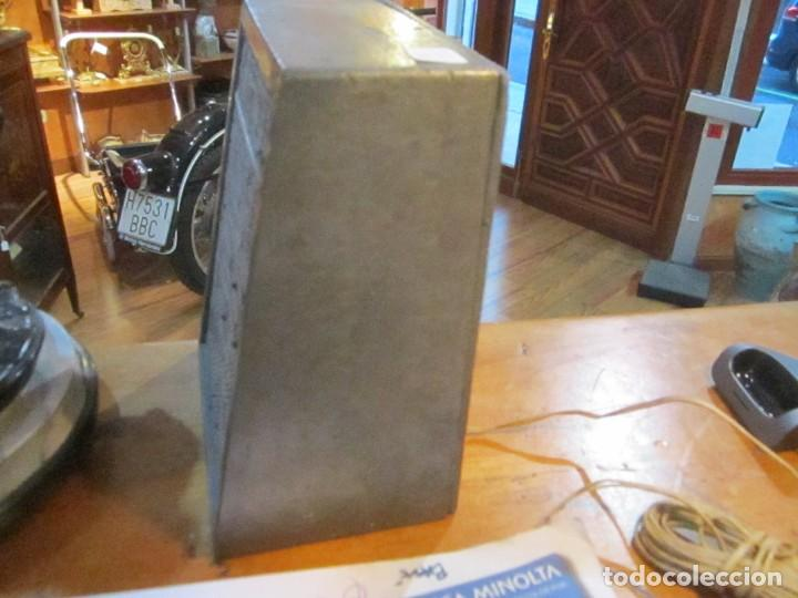 Radios antiguas: Antiguo altavoz madera con rejilla sin probar color gris medida 20 altura 16 ancho Fondo 10.5 cm. - Foto 4 - 221816276