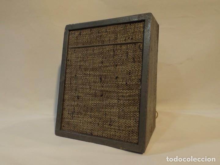Radios antiguas: Antiguo altavoz madera con rejilla sin probar color gris medida 20 altura 16 ancho Fondo 10.5 cm. - Foto 2 - 221816276