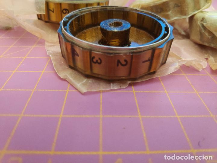Radios antiguas: 4 botones radio antigua con numeración lateral - NOS - Foto 3 - 237987590