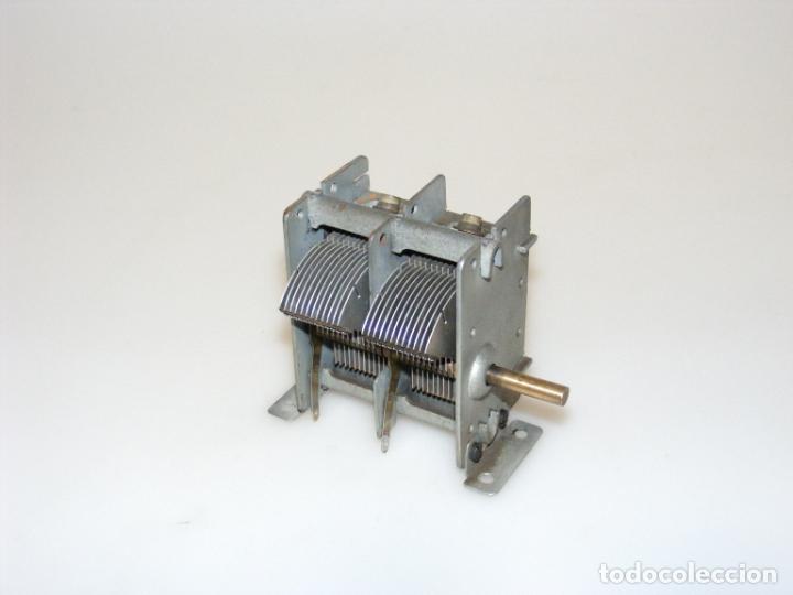 Radios antiguas: CONDENSADOR VARIABLE DE 2 SECCIONES PARA RADIO A VÁLVULAS - CON VOLANTE DE 116 MMS. - Foto 2 - 244500655