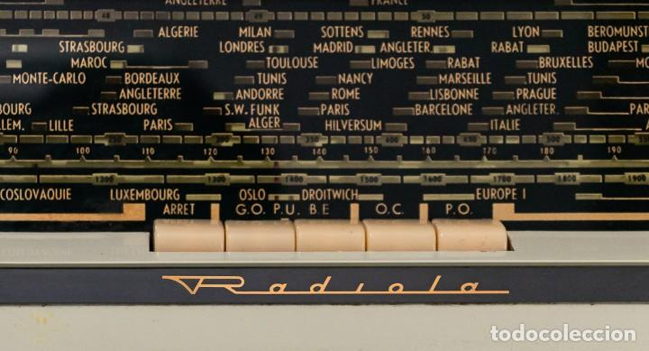 Radios antiguas: PRECIOSA RADIO ANTIGUA DE LA MARCA RADIOLA,FUNCIONANDO PERFECTAMENTE - Foto 4 - 244880035