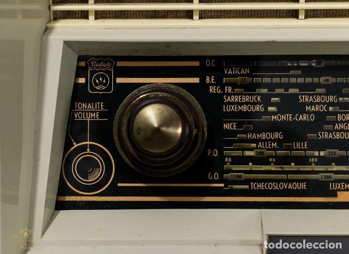 Radios antiguas: PRECIOSA RADIO ANTIGUA DE LA MARCA RADIOLA,FUNCIONANDO PERFECTAMENTE - Foto 5 - 244880035