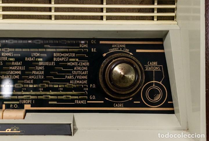 Radios antiguas: PRECIOSA RADIO ANTIGUA DE LA MARCA RADIOLA,FUNCIONANDO PERFECTAMENTE - Foto 6 - 244880035