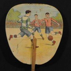 Coleccionismo deportivo: PAY-PAY CON MOTIVO DE FUTBOL EN CARTON Y PALO DE MADERA. Lote 13673829