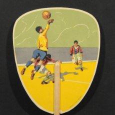 Coleccionismo deportivo: PAY-PAY CON MOTIVO DE FUTBOL EN CARTON Y PALO DE MADERA. Lote 13673910