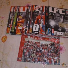Coleccionismo deportivo: LOTE DE 52 REVISTAS OFICIAL LIVERPOOL (INGLATERRA). SPANISH LIVERPOOL 2008/09. PRECIO DE GANGA!. Lote 53710543