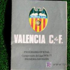 Coleccionismo deportivo: VALENCIA CF-PROGRAMA OFICIAL- LIGA 1976-77-PAGINAS 20-21X13CM-. Lote 19760692