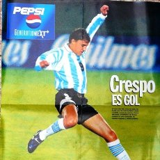 Coleccionismo deportivo: EL GRAFICO - POSTER HERNAN CRESPO SELECCION ARGENTINA 1993 - 54 CM X 41 CM - IMPECABLE ESTADO. Lote 25500652