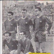Coleccionismo deportivo: REVISTA DEPORTIVA DICEN 9-257 DELANTERA DEL C.F. BARCELONA KUBALA BASORA MANCHON MARTINEZ SUAREZ. Lote 27882228