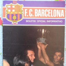 Collectionnisme sportif: BOLETIN INFORMATIVO F.C BARCELONA CF BARÇA FC AÑO 1974 Nª42 FUTBOL CLUB EN PORTADA ALZANDO LA COPA . Lote 30036385