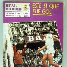 Coleccionismo deportivo: REVISTA REAL MADRID Nº 297 FEBRERO 1975 ESTE SÍ QUE FUE GOL ROBERTO MARTÍNEZ. Lote 32474413