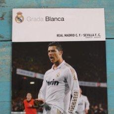 Collectionnisme sportif: REVISTA GRADA BLANCA - REAL MADRID SEVILLA - JORNADA 36 - 29 ABRIL 2012 - POSTER GOL 108 DE LA TEMPO. Lote 33727776