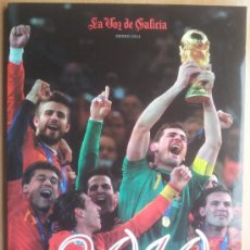 Coleccionismo deportivo: REVISTA ANUARIO SELECCION ESPAÑOLA MUNDIAL 2010 - LA VOZ DE GALICIA 2010 -. Lote 33764683