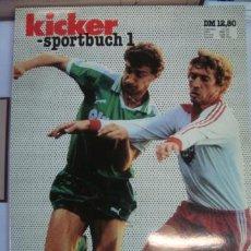 Coleccionismo deportivo: REVISTA ALEMANA KICKER SPORTBUCH 1 - DAS FUSBALLJAHR 1983 - 130 PAGS - FOTOS EN CADA PAGINA. Lote 36821711