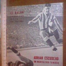 Coleccionismo deportivo: ADRIAN ESCUDERO AT ATLETICO MADRID REVISTA PROGRAMA FUTBOL EDITORIAL EL BALON AÑOS 50. Lote 54529920