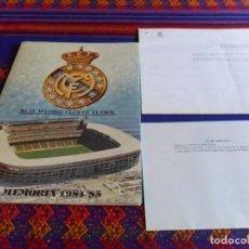 Coleccionismo deportivo: REAL MADRID MEMORIA 1984 85 CON DOS FE DE ERRATAS. 57 PGNS. A TODO COLOR. MBE. RARA.. Lote 61817164