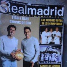 Coleccionismo deportivo: REVISTA REAL MADRID Nº 136 - JULIO AGOSTO 2001 - POSTER CAMPEONES. Lote 89483600