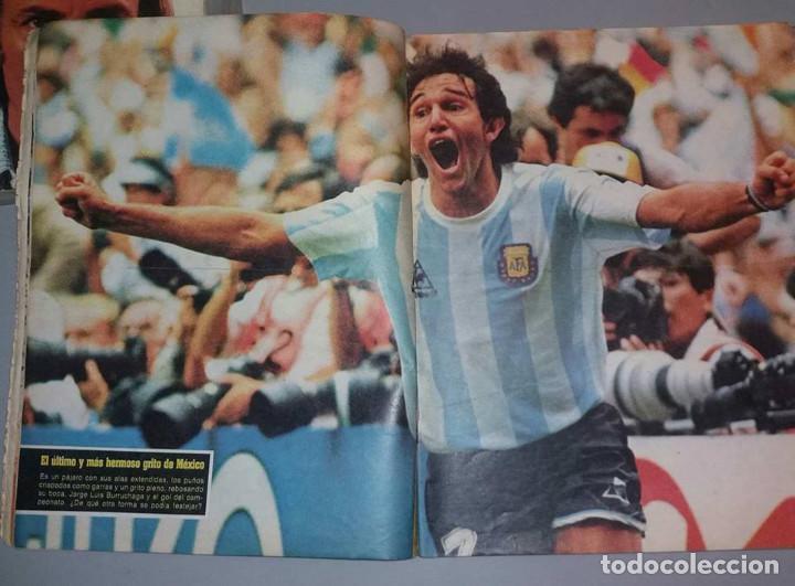Coleccionismo deportivo: LAS 100 MEJORES FOTOS MUNDIAL MEXICO 1986 MARADONA El Grafico ARGENTINA - Foto 3 - 156467842