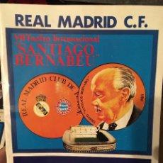 Coleccionismo deportivo: PROGRAMA OFICIAL VII TROFEO SANTIAGO BERNABEU REAL MADRID BAYERN MUNICH POSTER PLANTILLA 1985. Lote 102257327