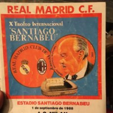 Coleccionismo deportivo: PROGRAMA OFICIAL X TROFEO SANTIAGO BERNABEU REAL MADRID MILAN POSTER PLANTILLA 1988. Lote 102258179
