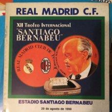 Coleccionismo deportivo: PROGRAMA OFICIAL XII TROFEO SANTIAGO BERNABEU REAL MADRID MILAN POSTER PLANTILLA 1990. Lote 102258415
