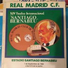Coleccionismo deportivo: PROGRAMA OFICIAL XIV TROFEO SANTIAGO BERNABEU REAL MADRID AJAX POSTER PLANTILLA 1992. Lote 102258847