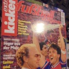 Coleccionismo deportivo: KICKER EXTRA FUSBALL MAGAZINE - BAYERN MUNCHEN SUPER POSTER KAISERSLAUTERN - BECKENBAUER - 1994. Lote 116834735
