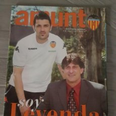 Coleccionismo deportivo: AMUNT REVISTA OFICIAL DEL VALENCIA C.F KEMPES. DAVID VILLA. Lote 132765438