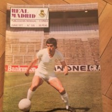Coleccionismo deportivo: REVISTA REAL MADRID Nº 325 (JUNIO 1977) FICHAJE JUAN GOMEZ JUANITO . Lote 135199566