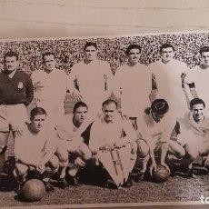 Coleccionismo deportivo: REAL MADRID - 10 POSTERS HISTORICOS SEGUIDOS ( 1990 - 2000). Lote 140115414