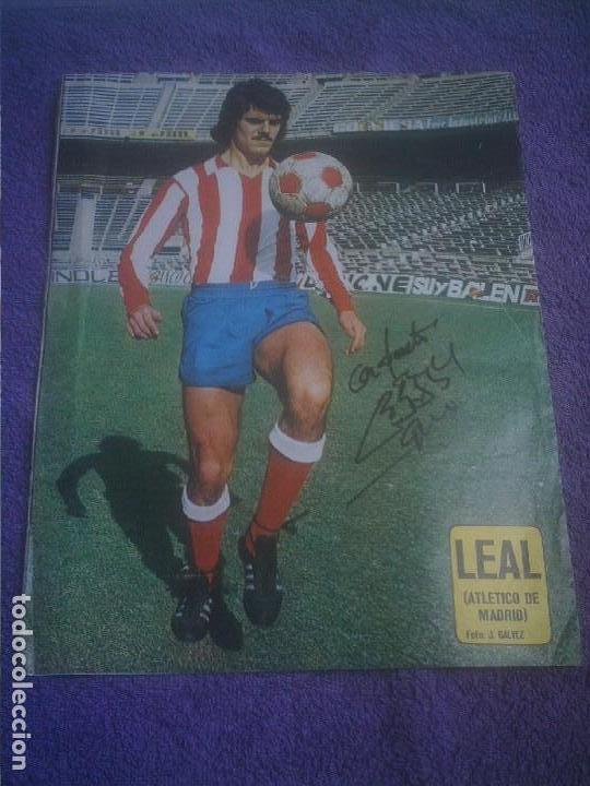 ATLETICO DE MADRID AUTOGRAFO DE LEAL SOBRE POSTER DE AS COLOR (Coleccionismo Deportivo - Revistas y Periódicos - otros Fútbol)
