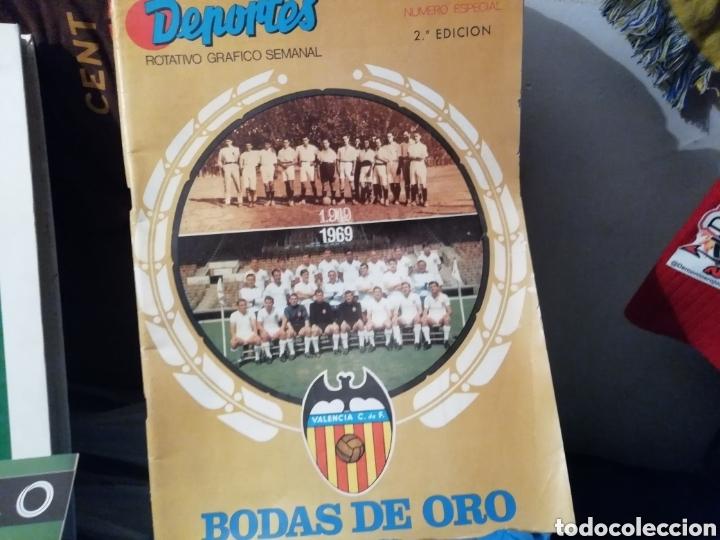 Coleccionismo deportivo: Valencia cf. Revistas, álbum y especial 50 años. Lote completo. - Foto 2 - 142738973