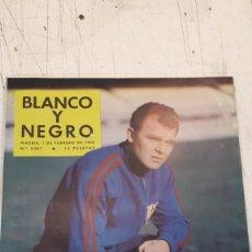 Coleccionismo deportivo: REVISTA BLANCO Y NEGRO, KUBALA 1958. Lote 161465474