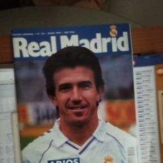 Coleccionismo deportivo: COLECCIÓN REAL MADRID. LOTE REVISTAS Y LIBROS FÚTBOL.. Lote 190766810