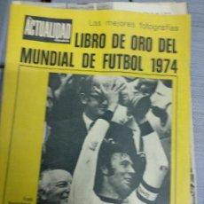 Coleccionismo deportivo: LA ACTUALIDAD ESPAÑOLA(1974)LIBRO DE ORO DEL MUNDIAL DE ALEMANIA-74-JOHAN CRUYFF. Lote 194731410