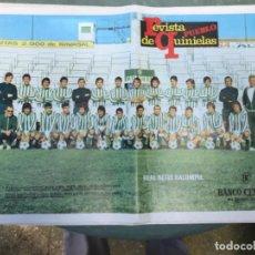 Coleccionismo deportivo: LAMINA POSTER ANTIGUA EQUIPO DE FUTBOL REAL BETIS BALOMPIE REVISTA PUEBLO DE QUINIELAS AÑOS 70. Lote 202429707