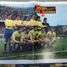 Coleccionismo deportivo: LAMINA POSTER ANTIGUA EQUIPO DE FUTBOL U. D. LAS PALMAS REVISTA PUEBLO DE QUINIELAS AÑOS 70. Lote 202430238