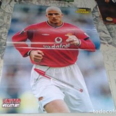 Coleccionismo deportivo: POSTER DOBLE MANCHESTER UNITED ( DAVID BECKHAM + NISTELROOY + GARY NEVILLE ) MEGASTARS. Lote 206586247