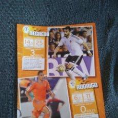 Coleccionismo deportivo: TIPO POSTER ÁLVARO NEGREDO RODRIGO MORENO SANTI MINA Y BAKKALI, VALENCIA - 2 PÁG REVISTA JUGÓN. Lote 207040180