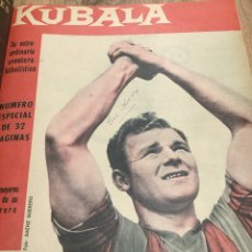 Coleccionismo deportivo: TOMO -30 REVISTAS BARÇA - FIRMA ORIGINAL KUBALA. Lote 210352442